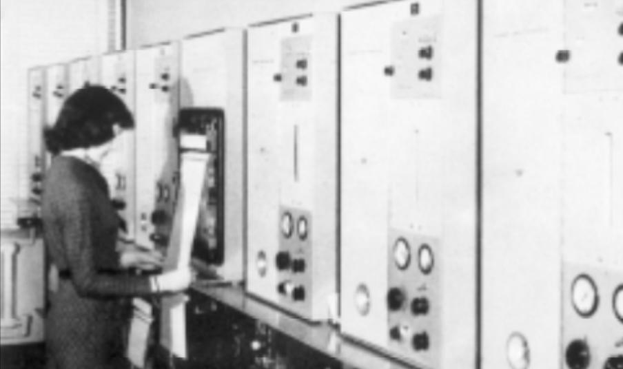 Prvi GC model 154 v laboratoriju za plinsko kromatograijo v Esso R&D Co. leta 1958.